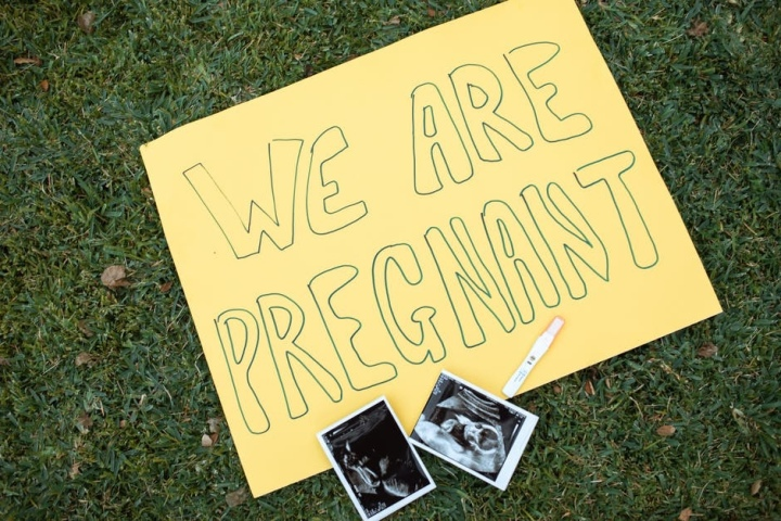 How to creatively announce you're pregnant
